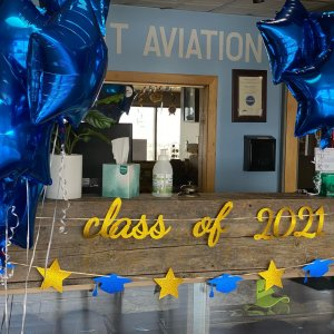 Congratulations to all of our @gallatin_college MSU Aviation Program graduates!  Way to go class of 2021- you did it!!! Best wishes to you all on your next adventures! 🎉👩🎓🎉👨🎓🎉👨✈️✈️👩✈️#aviation #graduates #classof2021 #flysummit #makingpilots #flightschool #aviationgoals